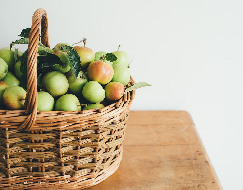 Äppel i en korg